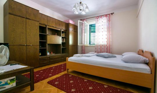 Room Roko Split